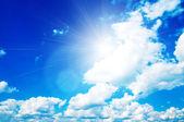абстрактный фон: голубое небо и облака — Стоковое фото