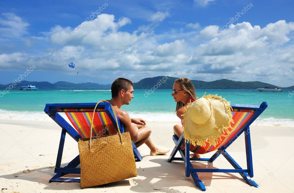 Couple on a tropical beach — Stock Photo #9411346