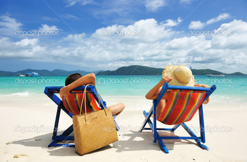Couple on a tropical beach — Stock Photo #9883798