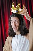 Rey con corona contra el fondo — Foto de Stock