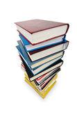 Livros em pilha alta, isolado no branco — Fotografia Stock
