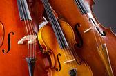 音乐大提琴在黑暗的房间 — 图库照片