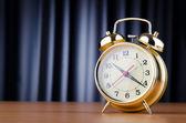 Conceito de tempo com relógio despertador — Fotografia Stock