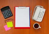 Bureaublad met veel items — Stockfoto