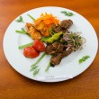 Plate with tasty lamp kebabs - Foto Stock