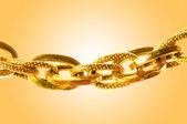 Gouden sieraden tegen achtergrond met kleurovergang — Stockfoto