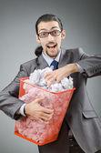 Homme avec beaucoup de papier gaspillé — Photo