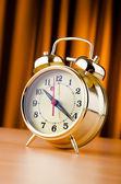 Zeit-konzept mit wecker — Stockfoto