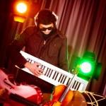 DJ mezclando música en discoteca — Foto de Stock
