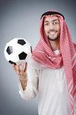 Araber mit fußball im studio zu schießen — Stockfoto
