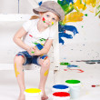 Girl in a cap with paints — Stockfoto