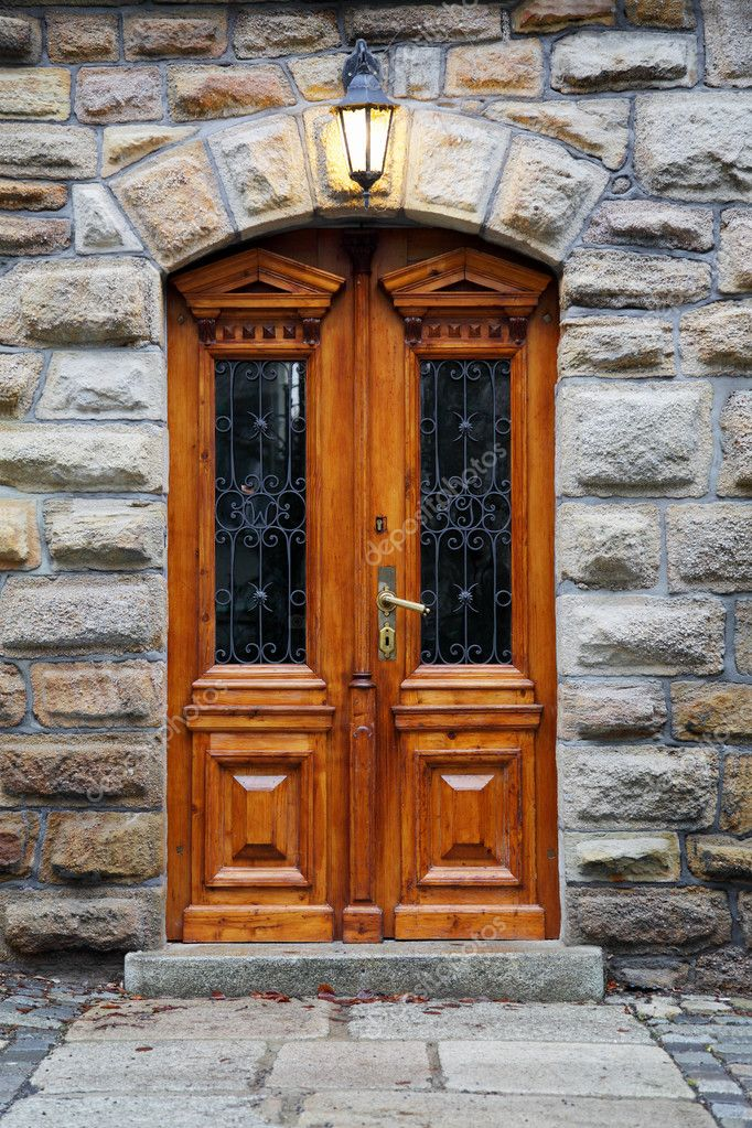 Decorated with the wooden door in an old mansion — Stock Photo #10316817