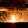 Foto Stock: Molten steel pouring
