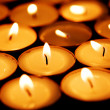 Foto Stock: Candles shining in darkness
