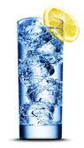 Pić z lodem i cytryną kromka makro — Zdjęcie stockowe
