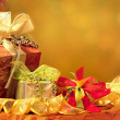 Red, Green, Gold, and Silver Wrapped Holiday Christmas Gifts - Stock fotografie