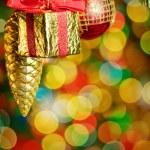 abete albero di Natale con luci colorate e decorazioni — Foto Stock