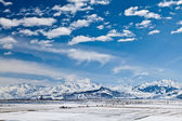 Panoramic landscape of snowy mountains — Стоковое фото