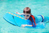 Little boy with surf board — Stockfoto