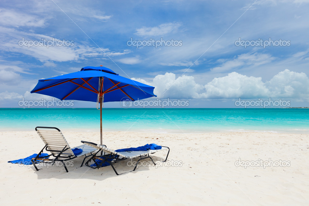 Two chairs under umbrella on beautiful tropical beach in Turks and Caicos — Stock Photo #10669932