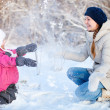 Mother and daughter outdoors at winter — Zdjęcie stockowe