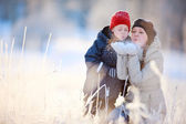 Mother and son outdoors at winter — Zdjęcie stockowe