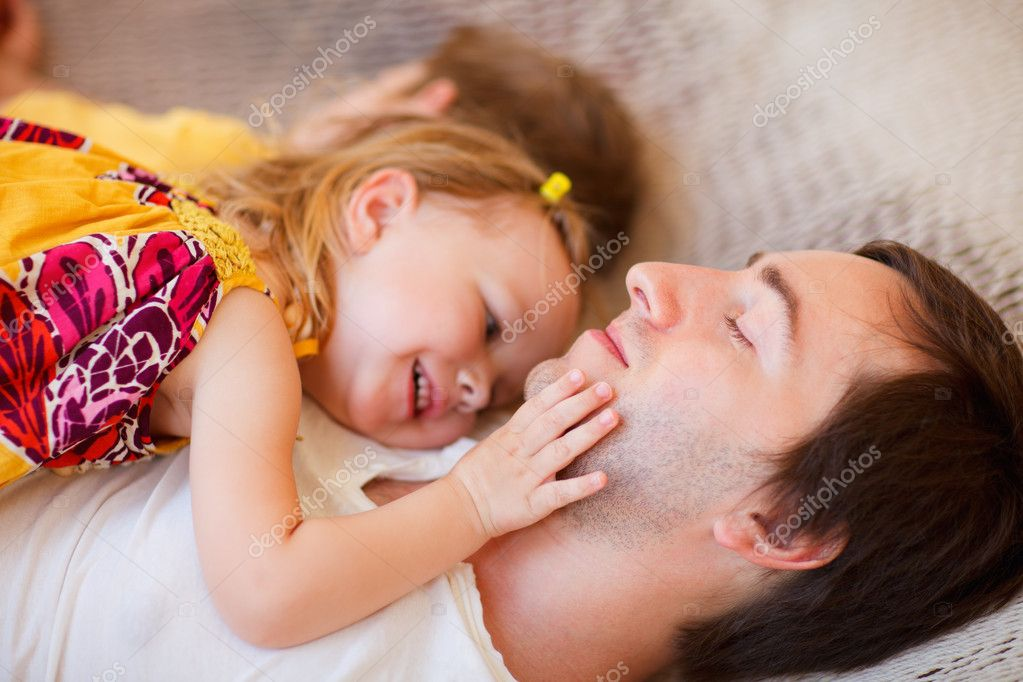 Father and his little daughter relaxing together — Stock Photo #8521858