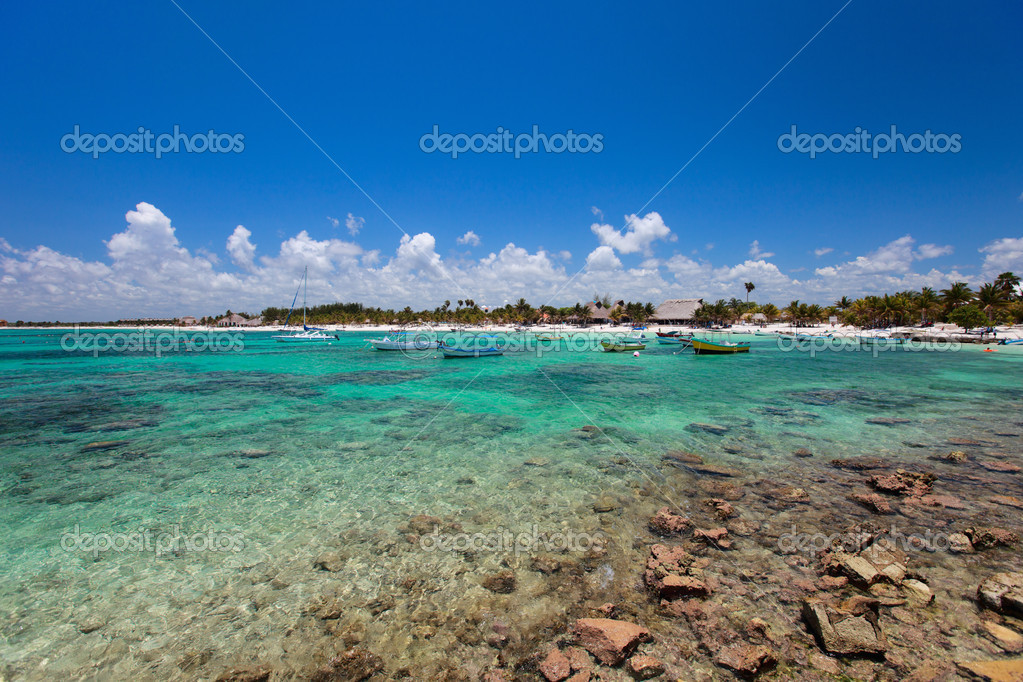 Tropical coast near Akumal in Mexico — Stock Photo #8522046