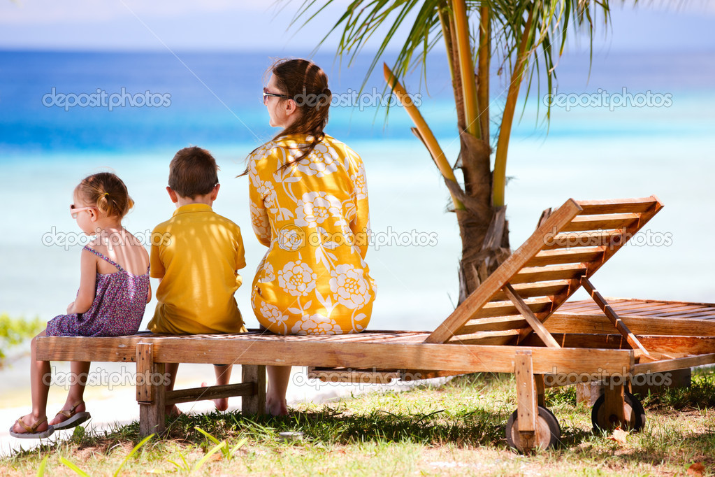 Young mother and her two kids enjoying ocean view — Stock Photo #9570689