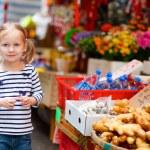Little girl at market — Stock Photo #9922304