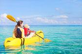 Madre e hijo kayak — Foto de Stock