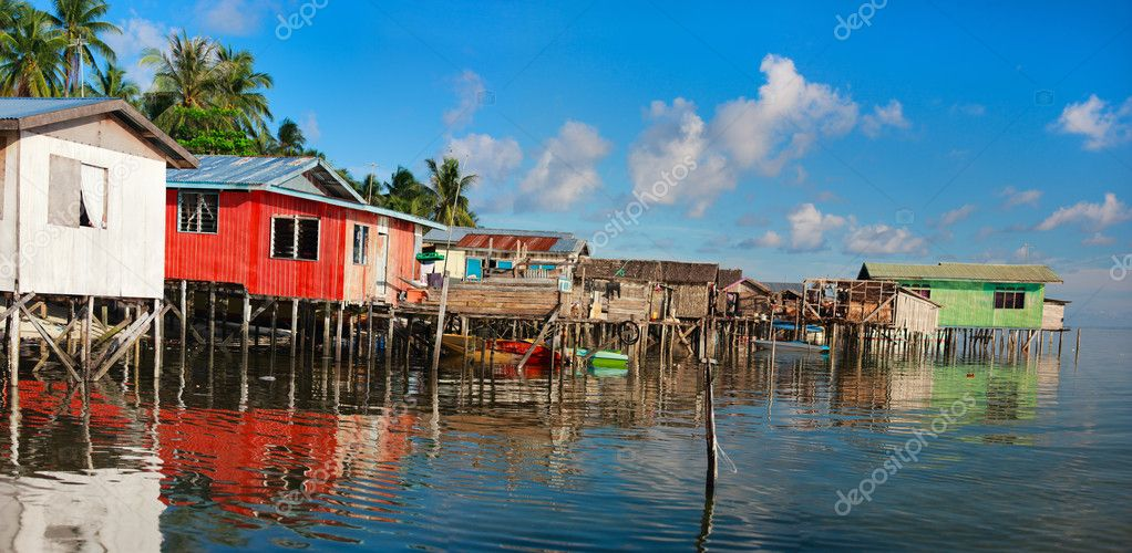 Panorama of traditional sea gypsy village at Kalapuan island in Malaysia — Stock Photo #9921122