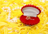 Gold ring and petals — Stock Photo