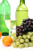 Wine and grapes — Stock Photo