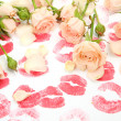 Roses and prints of lips — ストック写真
