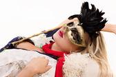 Hezká dívka v masce a červeným šátkem — Stock fotografie