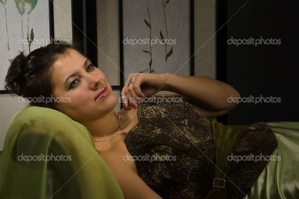 Portrait of the elegant lady in a luxurious boudoir — Stock Photo #10433369