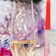 Glass of champagne on a fir branches background - Foto Stock
