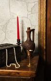 Stilleben med kanna och vin bowl i medeltida slott — Stockfoto