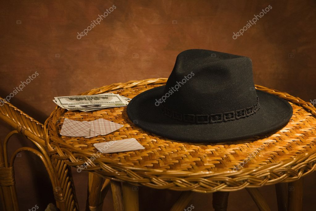 Vintage poker cards, black hat on a table — Stock Photo #10495651