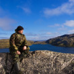 Man sits on a mountain top. Ridge Musta Tunturi. — Stock Photo