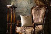 роскошный старинный интерьер с креслом — Стоковое фото