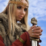 Viking girl on a blue sky background — Stock Photo