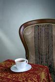 Tazza di tè bianco sul tavolo — Foto Stock