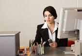 секретарь в офисе — Стоковое фото