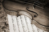 Close-up picture of the old violin witn score — Stock Photo