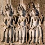 Three dancing apsara on the wall in Angkor Wat — Stock Photo