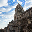 Tower in Angkor Wat temple with blue sky and clouds — Stock Photo