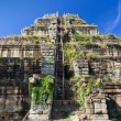 Ancient khmer pyramid in Koh Ker — Stock Photo