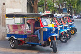 Line of tuktuks with driver on Bangkok street — Stock Photo